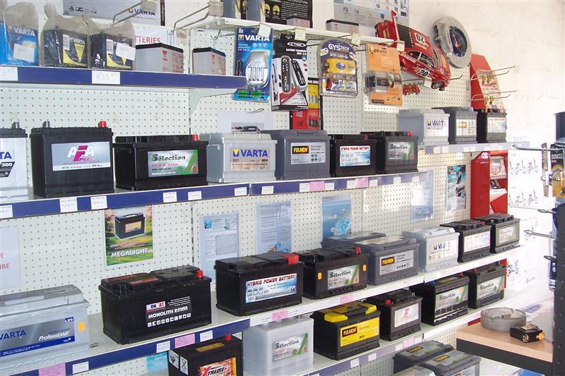 vente de batterie auto restauration de v hicule pr s du 17 vente de batteries et accessoires. Black Bedroom Furniture Sets. Home Design Ideas