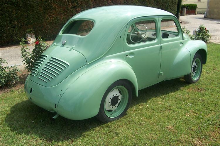 restauration de voitures anciennes en gironde 33 restauration peinture renault 4cv restor 39 tout. Black Bedroom Furniture Sets. Home Design Ideas